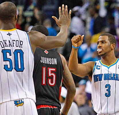 Emeka Okafor pulls down a season-high 16 boards, Chris Paul dishes out 11 assists and the Hornets win their fifth staight. (US Presswire)