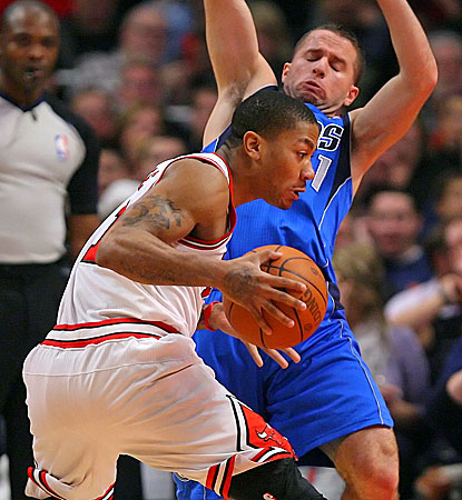 Derrick Rose shoulders a big load in the Bulls' win over the Mavs, scoring a game-high 26 points. (US Presswire)