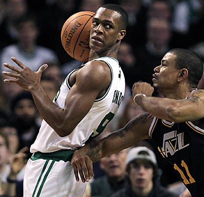 Rajon Rondo looks to dish Friday vs. the Jazz, helping the Celtics dominate with 12 assists. (Getty Images)