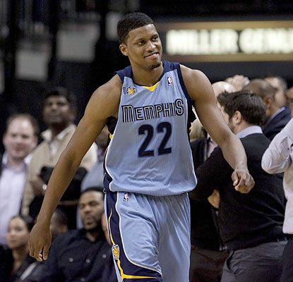 Rudy Gay has reason to strut after he knocks down the game-winning shot to help Memphis win its third straight.  (AP)