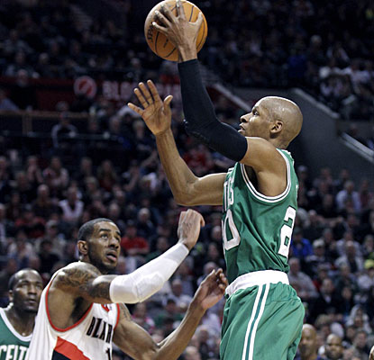 Ray Allen does not have an outstanding night, but does make his contribution with 18 points. (AP)