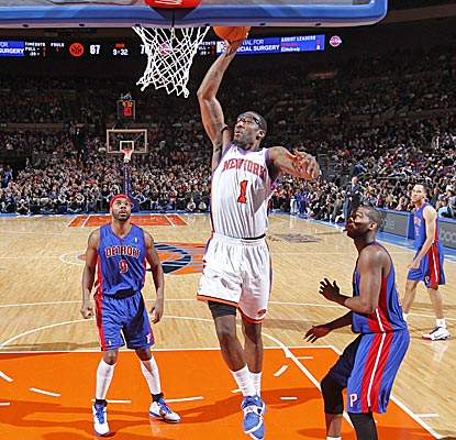 Amar'e Stoudemire, playing on a sprained knee, slams home two of his 33 points in the Knicks' win. (Getty Images)