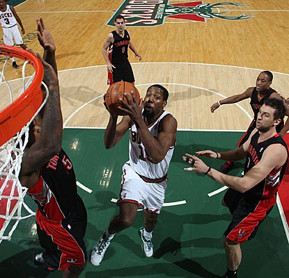Making his first start for the Bucks since Jan. 17, John Salmons nets a team-high 17 points.  (Getty Images)