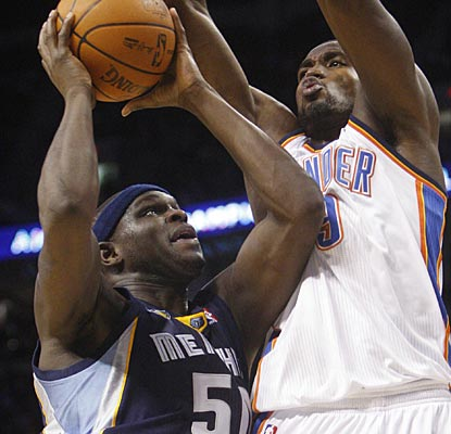 Zach Randolph is too tough for the Thunder to contain, posting team highs with 31 points and 14 rebounds.  (AP)