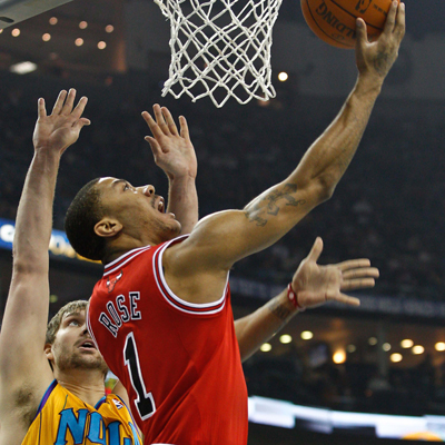 Derrick Rose scores 23 points while leading the Bulls to their fifth consecutive win over the Hornets.  (Getty Images)