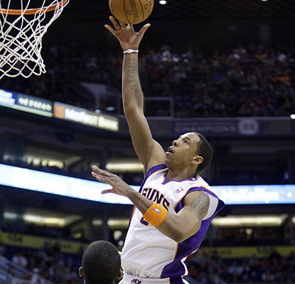 Channing Frye rises up for the Suns by providing a career-high 31 points to go with 11 rebounds.  (AP)