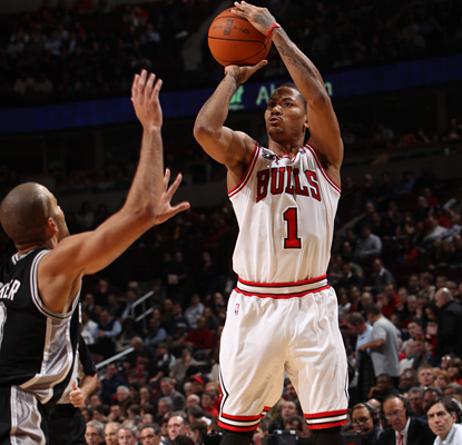 The anticipated matchup against Tony Parker (left) results in Derrick Rose (1) scoring 42 points in the Bulls' win. (Getty Images)