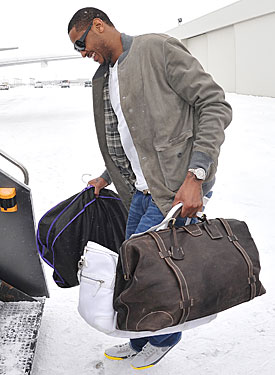 No news is no news until Carmelo Anthony packs his bags for something other than a Nuggets road trip. (Getty Images)