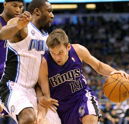 Beno Udrih gives the Kings 18 points and 10 assists to help them split their back-to-back night Florida swing.  (US Presswire)