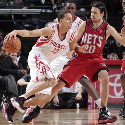 The Rockets' Kevin Martin scores a game-high 30 points against Sasha Vujacic and the Nets.  (Getty Images)