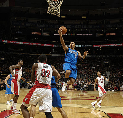 Shawn Marion lifts off for two points in the Mavericks' win in Toronto. (Getty Images)
