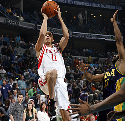 Houston's Kevin Martin puts up the fadeaway jumper as the Rockets steal a win in New Orleans. (Getty Images)