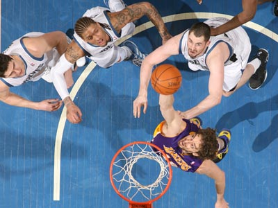 Pau Gasol grabs 17 rebounds while helping lead the Lakers to victory over the struggling T-Wolves.  (Getty Images)