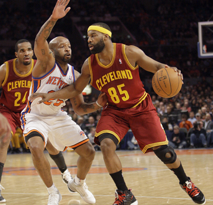 Baron Davis goes to work in his debut with the Cavaliers and leads them to a comeback win against the Knicks with 18 points. (AP)