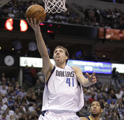 Dirk Nowitzki goes up for two of his 29 points as he leads the Mavericks to their eighth straight win. (AP)