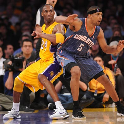 Kobe Bryant scores 27 points and helps the Lakers win their sixth straight since the All-Star break.  (Getty Images)