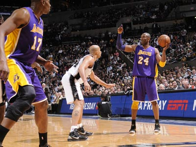 Kobe Bryant orchestrates a pivotal victory on the road and helps stop the Spurs' home winning streak at 22 games. (Getty Images)
