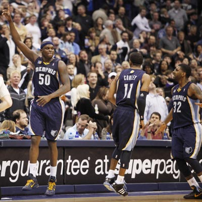 Zach Randolph (50) celebrates after nailing a 17-footer with 0.3 seconds left to give the Grizzlies a victory.  (AP)