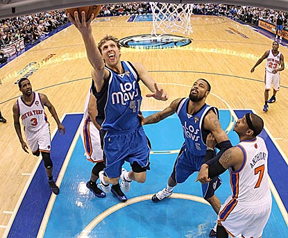 The Mavericks offense gets into high gear, and Dirk Nowitzki leads the onslaught with 23 points.  (Getty Images)