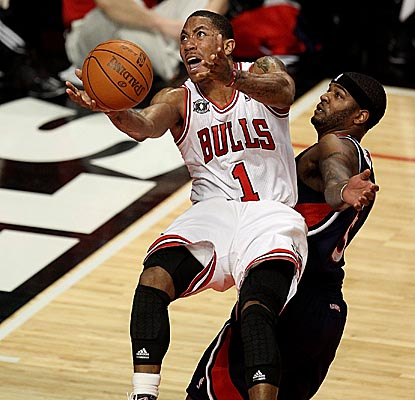 Rose evades Hawks forward Josh Smith for the bucket in the Bulls' home win. (Getty Images)