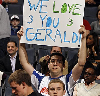 Fans in Charlotte welcome former Bobcat Gerald Wallace back to Time Warner Cable Arena. (Getty Images)
