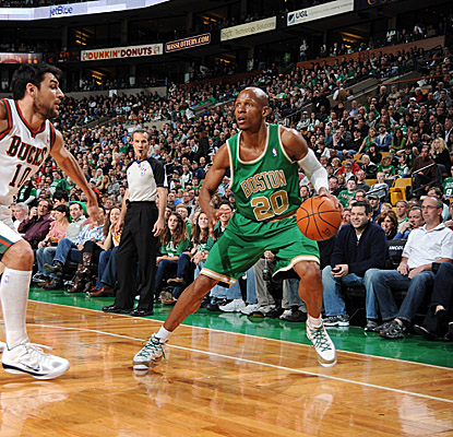 Ray Allen scores 17 points in just three quarters as the Celtics clamp down on the Bucks.  (Getty Images)