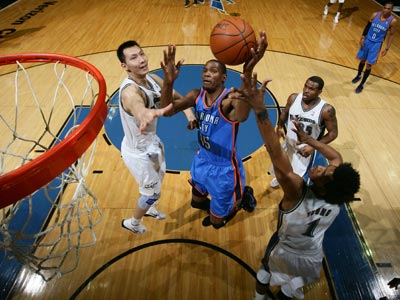 Kevin Durant scores 32 points while helping the Thunder rout a listless Wizards team.  (Getty Images)