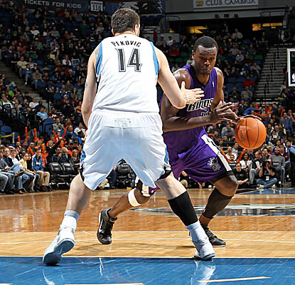 Samuel Dalembert puts a move on Wolves big man Nikola Pekovic as the Kings win on the road. (Getty Images)