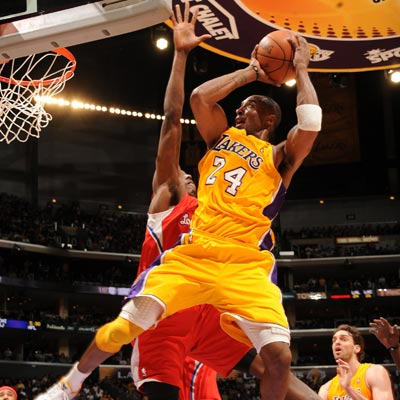 Kobe Bryant's 37-point night against the Clippers leads the Lakers to their 14th win in 15 games.  (Getty Images)