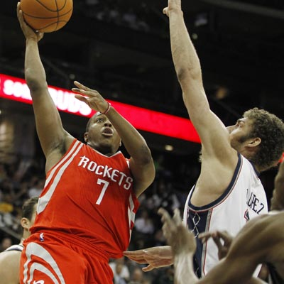 The Rockets' Kyle Lowry leads his team to victory with 16 points, 10 assists and seven rebounds against the Nets.  (AP)