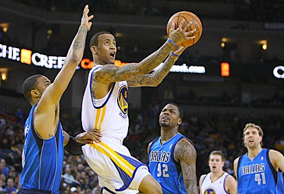 Monta Ellis gives Warriors fans and Mavericks players something to watch with a 32-point performance.  (US Presswire)