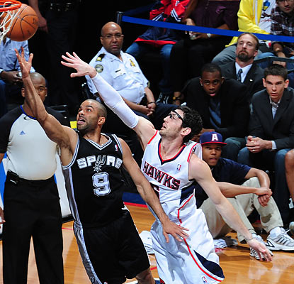 Tony Parker, who beats Kirk Hinrich to the basket, finishes with a game-high 26 points. (Getty Images)