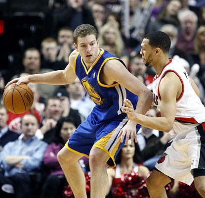 David Lee torches the Blazers with 29 points and a season-best 20 rebounds in the Warriors' 21-point victory. (AP)