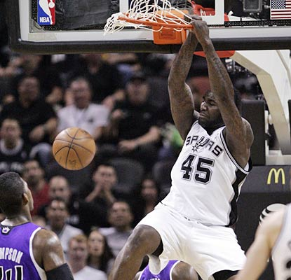 DeJuan Blair gets in the fun as the Spurs clinch the West's No. 1 seed and are two up on Chicago for the top spot.  (US Presswire)