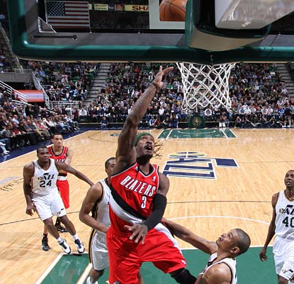 Gerald Wallace pours in 29 points on the night to lead both teams in scorers and help the Blazers into sixth out West. (Getty Images)