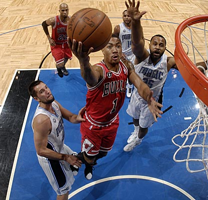 Derrick Rose lays it in as the Bulls fight off a Dwight Howard-less Magic team. (Getty Images)