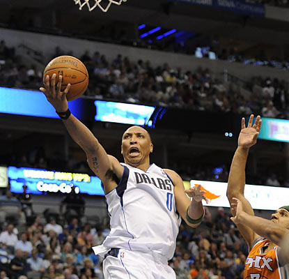 Shawn Marion goes after his former team as he finishes with 18 points and 11 rebounds in the win. (US Presswire)