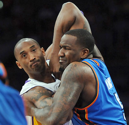Kendrick Perkins' Thunder pry the win away from Kobe and Co. and move a game behind L.A. and Dallas for the No. 2 seed. (US Presswire)