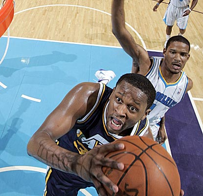 C.J. Miles goes to the rack for two of his 18 points, and the Jazz win for only the second time in 12 games. (Getty Images)