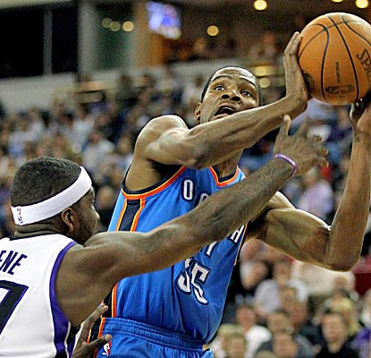 Kevin Durant scores 32 and the Thunder beat the Kings for the sixth straight time. (US Presswire)