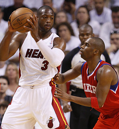 Miami's Dwyane Wade scores five of his 17 points in the final 1:34 to help the Heat win Game 1. (AP)