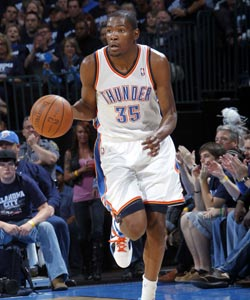 Kevin Durant scores 16 of his 41 points in the fourth quarter. (US Presswire)