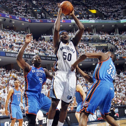 The Grizzlies' Zach Randolph finishes Game 3 with 21 points and a franchise-high 21 rebounds.  (Getty Images)