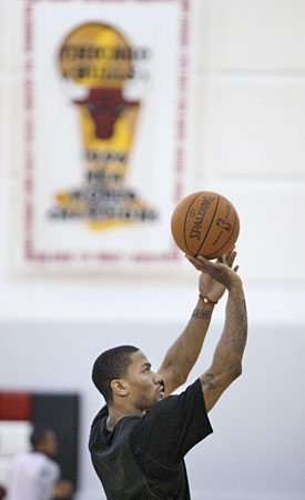 Derrick Rose keeps putting in work as the Bulls try add another banner. (AP)
