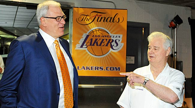 Phil Jackson and Tex Winter (right) teamed up to win a total of 11 NBA titles. (Getty Images)