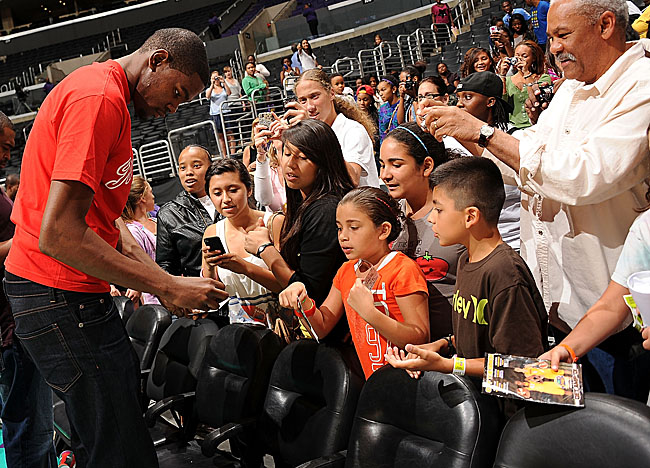 Here signing autographs at a WNBA game, Kevin Durant will star in Washington this weekend. (Getty Images)