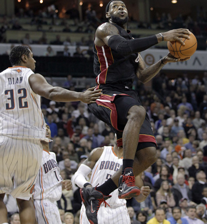 While Dwyane Wade suffers through injury, LeBron James carries the Heat with 35 points, seven dimes, and six boards. (AP)