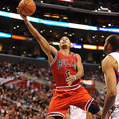 Derrick Rose lights it up with 29 points and 16 assists in leading the Bulls past the Clippers. (Getty Images)