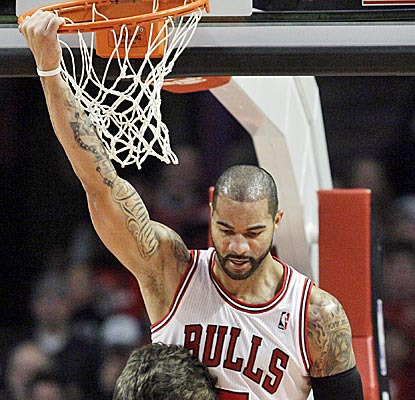 Chicago's Carlos Boozer gets hot early and winds up with 17 points and 11 rebounds.  (Getty Images)