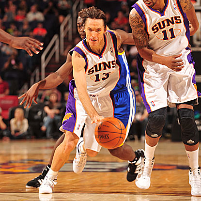 Steve Nash scores 13 of his game-high 21 points in the fourth quarter to push the Suns past the Warriors.  (Getty Images)